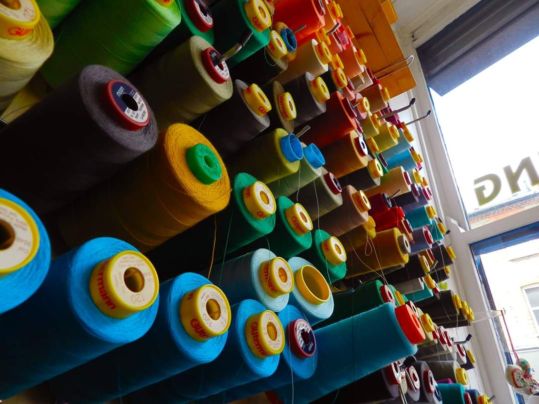 colours of cotton thread reels